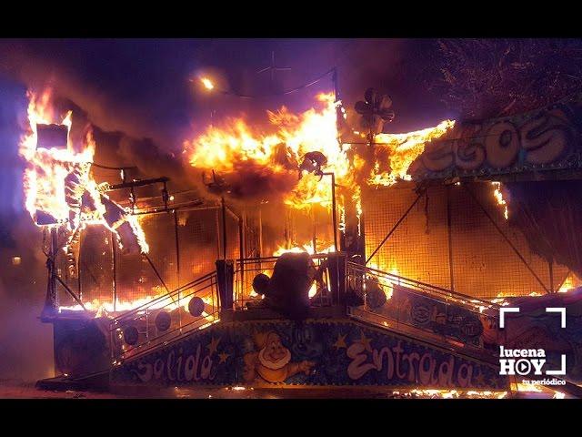 Vídeo: Las imágenes del incendio de una atracción ferial instalada en el Paseo de Rojas