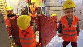 yusuf ekip çalışmasıyla tuğla bloklardan inşaat yapıyor eğlenceli çocuk videoları