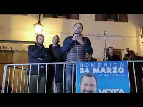 Maratea, il Ministro Matteo Salvini conquista la piazza e ironizza con i contestatori.