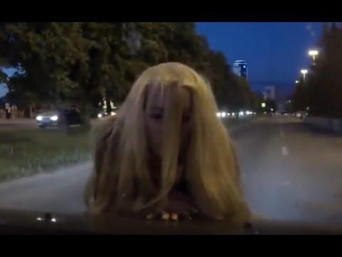 аВАРИЯ ПРЯМО НА дОРОГЕ -