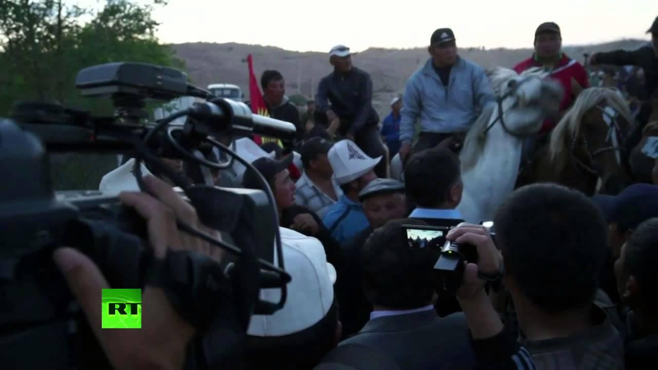 55 человек ранены в столкновениях с милицией в Киргизии