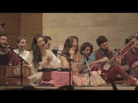 Baba nam Kevalam (Ambika en vivo)