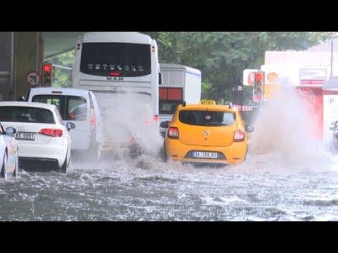 Turkey: Istanbul flooded by heavy rain