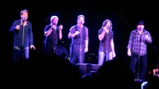 Huey Lewis and The News put on a fun show at Agua Caliente Casino i...