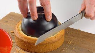 Drücke die Schale fest in den Kuchen, hol dann das Messer. Geil!