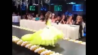 Gambar cover Шикарное платье на Конкурсе Красоты Fashion Star 2017. Ведущий, Николай Ховяков