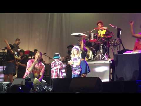 SWV, Pharrell & The Roots performing