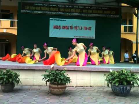 Múa Quạt Lụa 12D2 - THPT Quang Trung