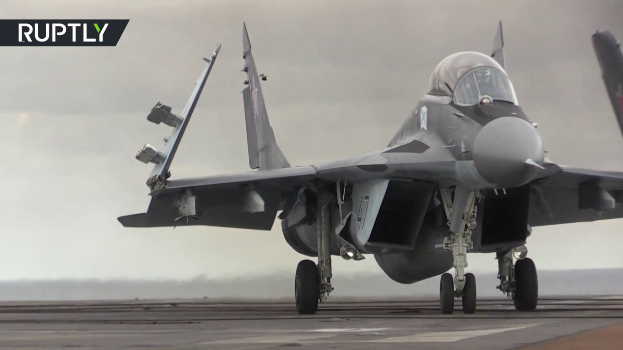 """Porta-aviões russo """"Almirante Kuznetsov"""" a caminho da Síria"""