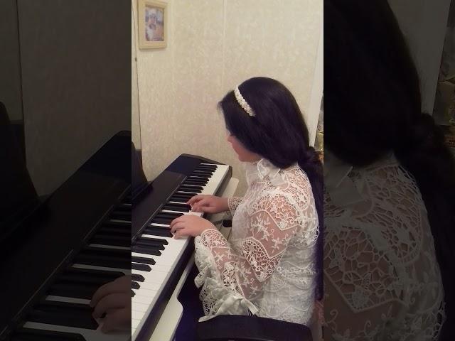 Изображение предпросмотра прочтения – ЕкатеринаПронина читает произведение «Девушка пела в церковном хоре» А.А.Блока