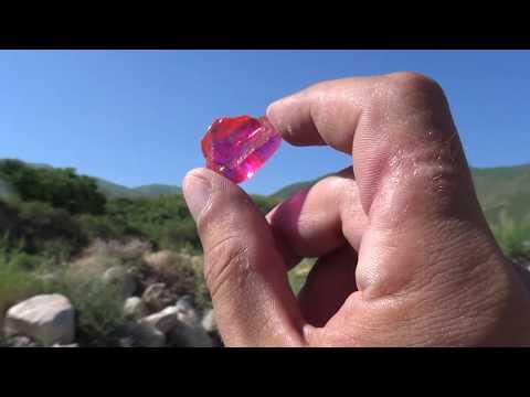 Нашел драгоценный камень турмалин