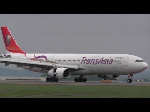 """旭川空港の最大機種 """"The Biggest Airplane in Asahikawa""""  TransAsia Airways Airbus A330-343 B-22101"""