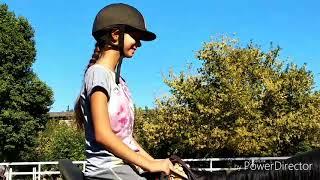 Влог с конюшни ( это мое 4 занятие конным спортом. Так что не судите строго )