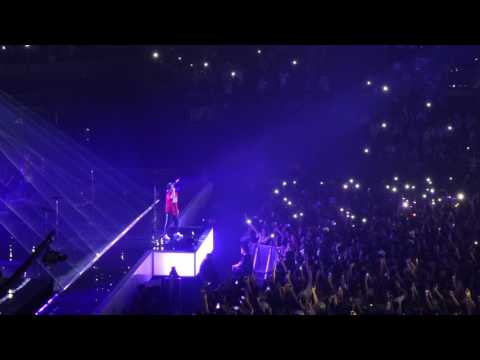 Bruno Mars - Straight Up And Down & Versace On The Floor @Paris 2017-06-06 Stroubidoul