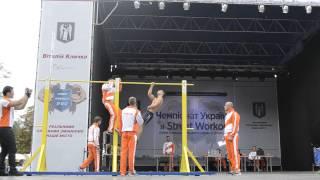 видео подтягивания на одной руке рекорд