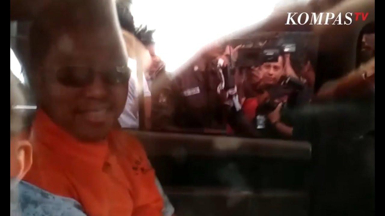 Romy Ppp Tersangka Picture: Gaya Ketum PPP Romy Keluar Gedung KPK