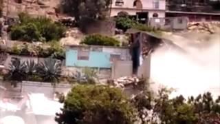 Deslave derriba 19 casas en Tijuana