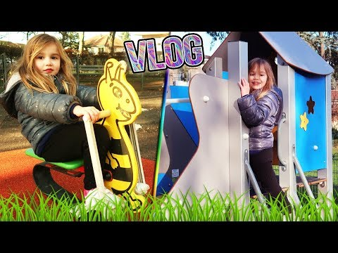 VLOG : Balade en vélo jusqu'au parc ! Ellie fait du tobogan tandis que maman fait le clown ! Outdoor