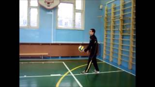 видео Верхняя прямая подача в волейболе