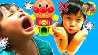 姉妹ケンカ勃発!? ペロペロチョコで仲直りしよう! アンパンマン おもちゃ ガチャガチャ エルサ アナ なりきり 2歳 ママコラボ#02 thumbnail