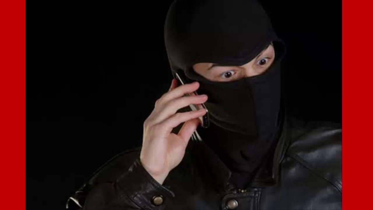 Resultado de imagem para bandido falando ao celular