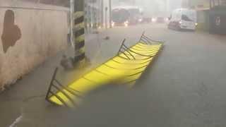 Chuva forte em Ipuiuna inunda parte baixa da cidade