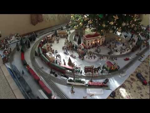 Lionel trains 2011 Christmas 5 track layout
