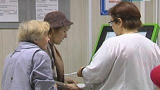 На приём в поликлинику можно записаться с помощью электронного терминала(Самозапись к врачу открыта теперь за две недели, а получить талон через терминал помогает отдельный специа..., 2014-10-14T16:05:00.000Z)