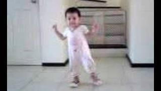 Shirel aprendiendo a caminar