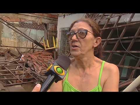 Correnteza arrasta feirantes e derruba casas em BH