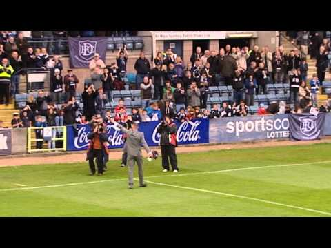 Dundee Legend Robert Douglas Waves Tearful Goodbye To Fans, 11/05/2013