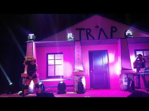 2 Chainz - Riverdale Rd live (Pretty girls like trap music tour)