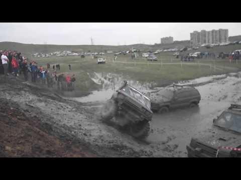 OFF Road crash 4x4 Mitsubishi Pajero turned over