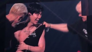 190928 EXO Members Ripping Suho's Top at ExplOration in Taipei