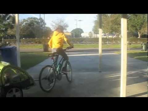 The Instep Sync Single Bicycle Trailer A Driveway Demonstration