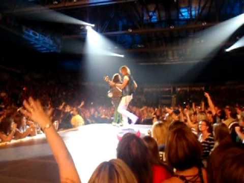 Steven Tyler: Best moment EVER @ 4:00 minutes