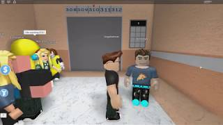 ROBLOX: I WENT TO THE CRAZIEST ELEVATOR IN THE WORLD! (The Crazy Elevator)