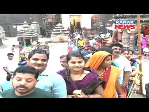 Crowd of Devotees In Bhubaneswar Lingaraj Temple For Maha Shivaratri