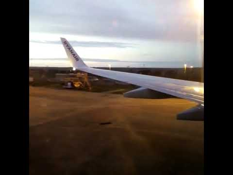 Boing 737 take off from Newquay Cornwall Airport To Faro
