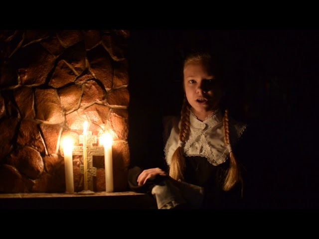 Изображение предпросмотра прочтения – ВероникаКириллова читает произведение «Молитва матери» С.А.Есенина