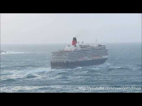 Cruise Ship QUEEN ELIZABETH leaving A Coruña. January 4, 2014
