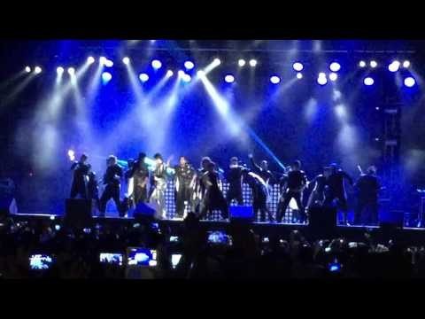 Anirudh Live in Malaysia intro with Kaththi theme followed by Vellaiyilla Pattathari song
