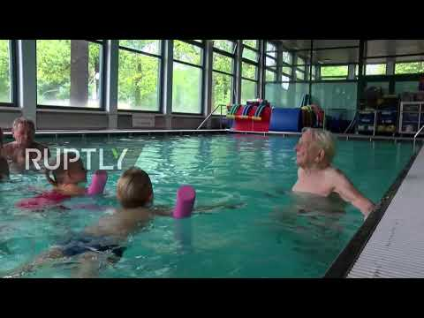 Swimming centenarian! Meet Leo, Berlin's 100 y/o swimming instructor