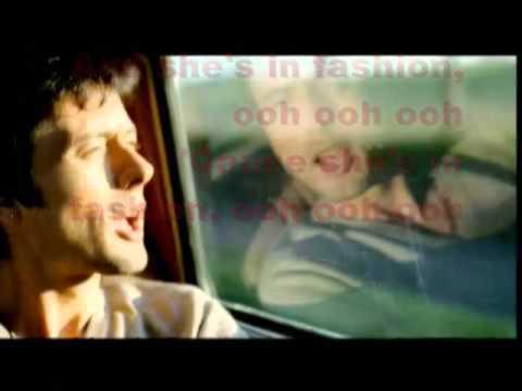 Suede - She's in Fashion Lyrics