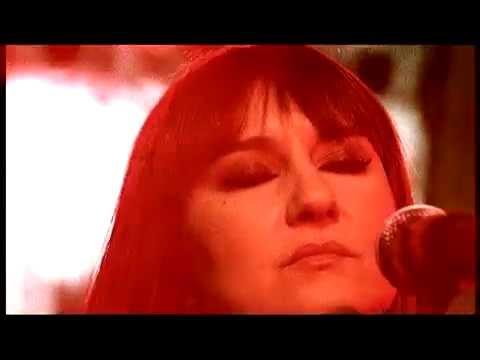 """Avui el sol farà créixer núvols i entre aquesta tarda i la nit, tornaran les tempestes a afectar-nos. Caldrà anar amb compte perquè alguna d'elles podrà ser forta i acompanyada, localment de calamarsa. I és que ja ens ho anuncia amb el títol: """"arribarà la tempesta"""", la cantant Eva Amaral al costat de Juan Aguirre, components del grup musical espanyol de pop rock i rock """"Amaral"""" originari de Saragossa."""