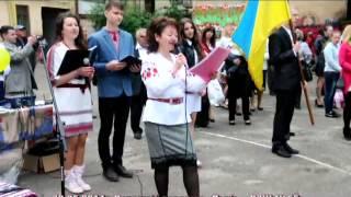 Вчителька заспівала випускникам на останньому дзвонику Львів СЗШ №55