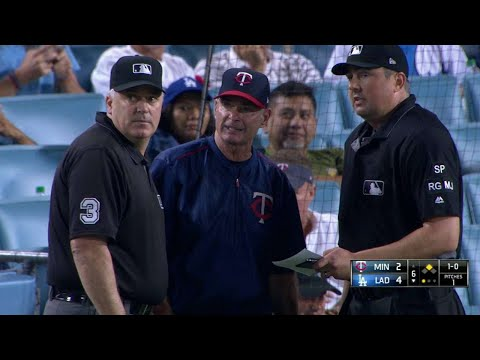 MIN@LAD: Umpires review Twins' double switch