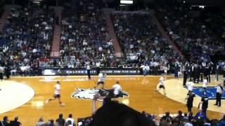 Minnesota timberwolves mascot crunch dunking