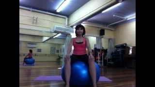 Упражнения с фитнес мячом  Pilates Ball(Фитбол — это программа, которая включает в себя самые обычные упражнения, которые выполняются сидя или..., 2012-08-01T11:41:54.000Z)