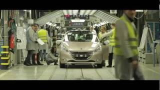 PSA Peugeot Citroën lance la production de la Peugeot 208 à Poissy (France)